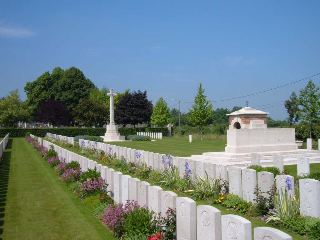 Barlin Communal Cemetery Extension, south-west of Bethune
